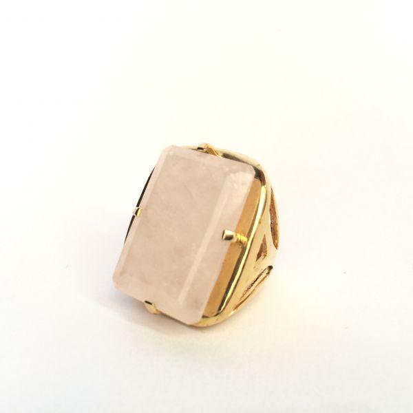 Anel prata com banho de ouro 18k retangular com quartzo rosa grande