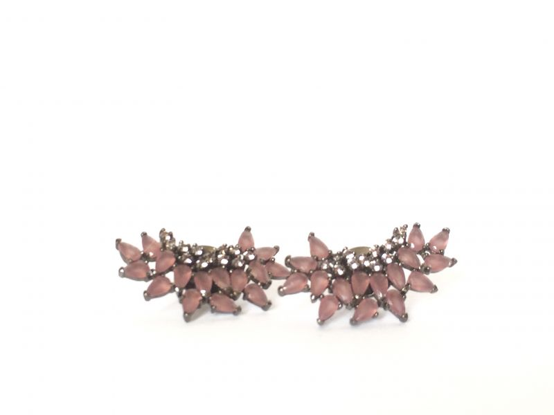 Brinco earcuff  negro com rosa