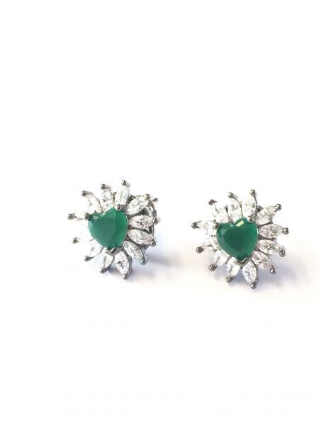 Brinco coração verde esmeralda com navetes brancas e ródio negro