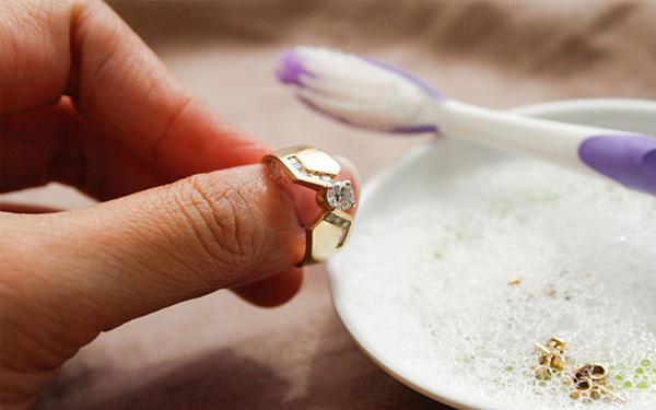 Como limpar suas semijoias?