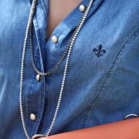 colar riviera com camisa